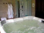 Dobre strony jacuzzi: z jakich powodów powinno się korzystać z masażu wodnego?
