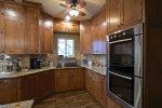 Jeśli w tym momencie organizujesz wnętrze nabytego, bądź odremontowanego mieszkania – ulokuj swój czas i pieniądze w kuchnię na wymiar.