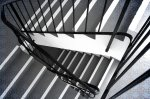 Artystyczne balustrady ze stali nierdzewnej i ich zalety – sprawdź, czy pasuje to do wystroju twojego domu